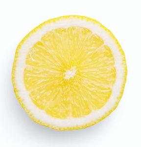 Nettoyer un WC avec du citron